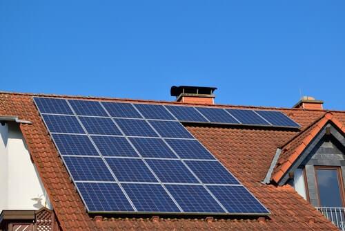 Dak met 4000 wp zonnepanelen