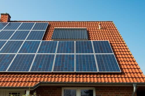 Hoeveel zonnepanelen heb ik nodig voor 3000 kWh?