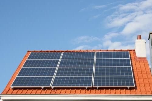 Opbrengst zonnepanelen per maand kWh