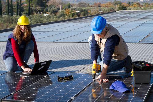 afstand zonnepanelen plat dak