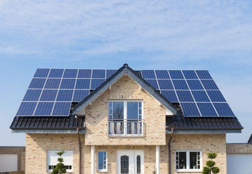 Hoeveel zonnepanelen heb ik nodig voor 10000 kWh