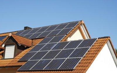 Waarom zonnepanelen jouw financiën kunnen bevorderen en hoe je ze met een klein budget toch kunt bemachtigen