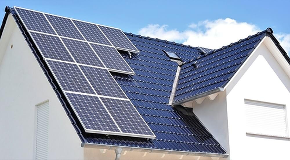 Hoe duur zijn zonnepanelen? En wat levert het op?