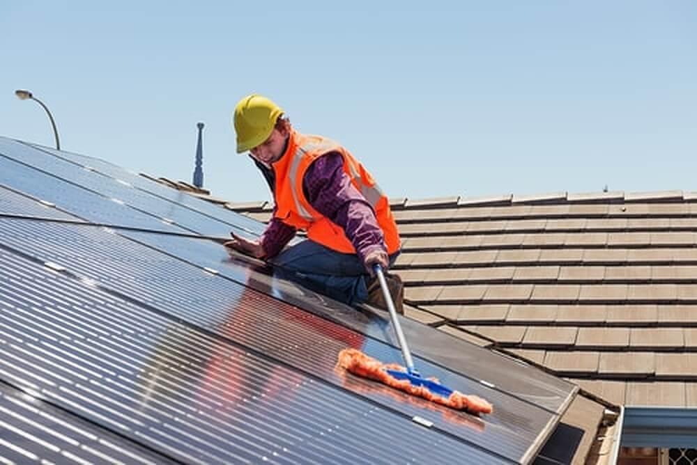 5 onmisbare tips bij het reinigen van zonnepanelen